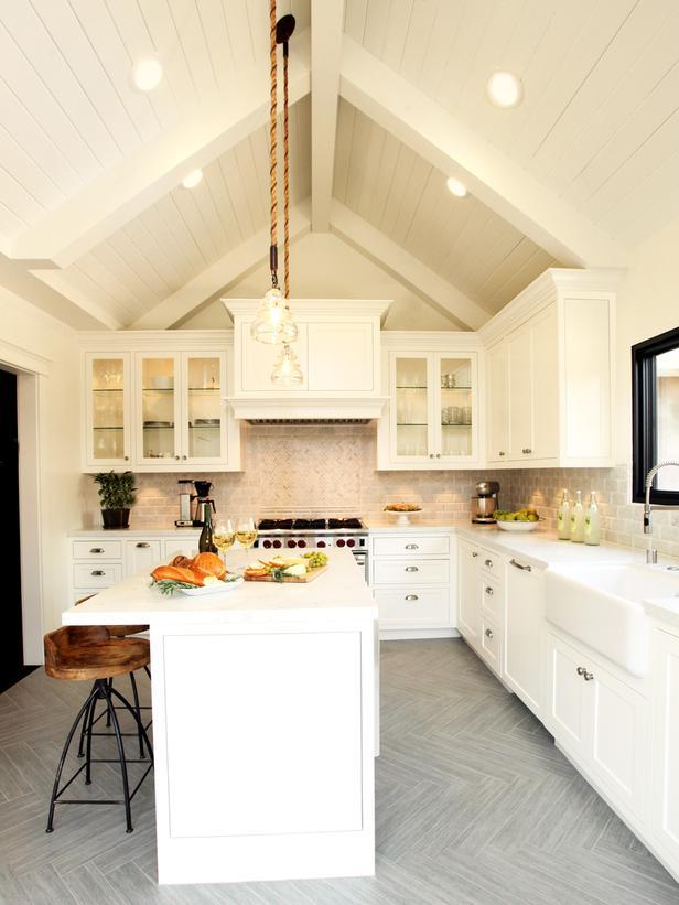 RS_Christopher-Grubb-White-Farmhouse-Kitchen-2_s3x4_lg